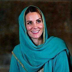 Kate Middleton vestida con un traje típico pakistaní
