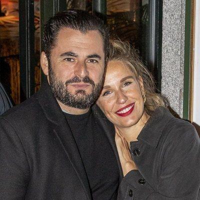 Carola Baleztena y Emiliano Suárez en la inauguración de un restaurante en Madrid