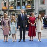 Los Reyes Felipe y Letizia, la Princesa Leonor, la Infanta Sofía y la Reina Sofía a su llegada los Premios Princesa de Asturias 2019