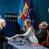 La Princesa Leonor entrega el Premio Princesa de Asturias de las Artes a Peter Brook en presencia del Rey Felipe
