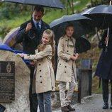 La Princesa Leonor destapando un placa en la entrega del Premio Pueblo Ejemplar 2019