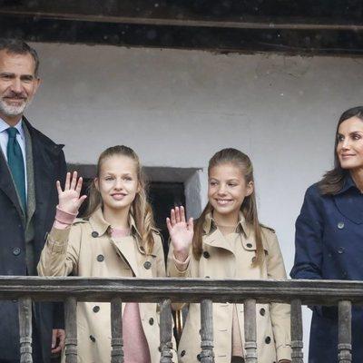 El Rey Felipe VI, la Reina Letizia, Princesa Leonor y la Infanta Sofía durante su visita a Asiegu, Premio Pueblo Ejemplar de Asturias 2019