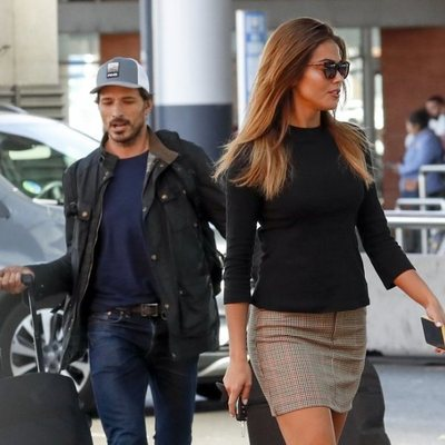 Lara Álvarez y Andrés Velencoso en la estación de Atocha de Madrid
