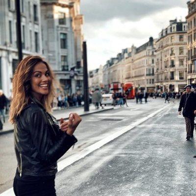 Lara Álvarez, muy sonriente en Londres