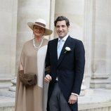 El Príncipe Jean Christophe Napoleón junto a su madre en el día de su boda