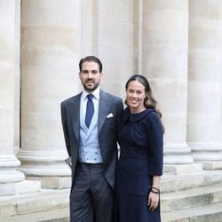 Felipe de Grecia y Nina Flohr en la boda de Christophe Napoleón y la Condesa Olympia de Austria