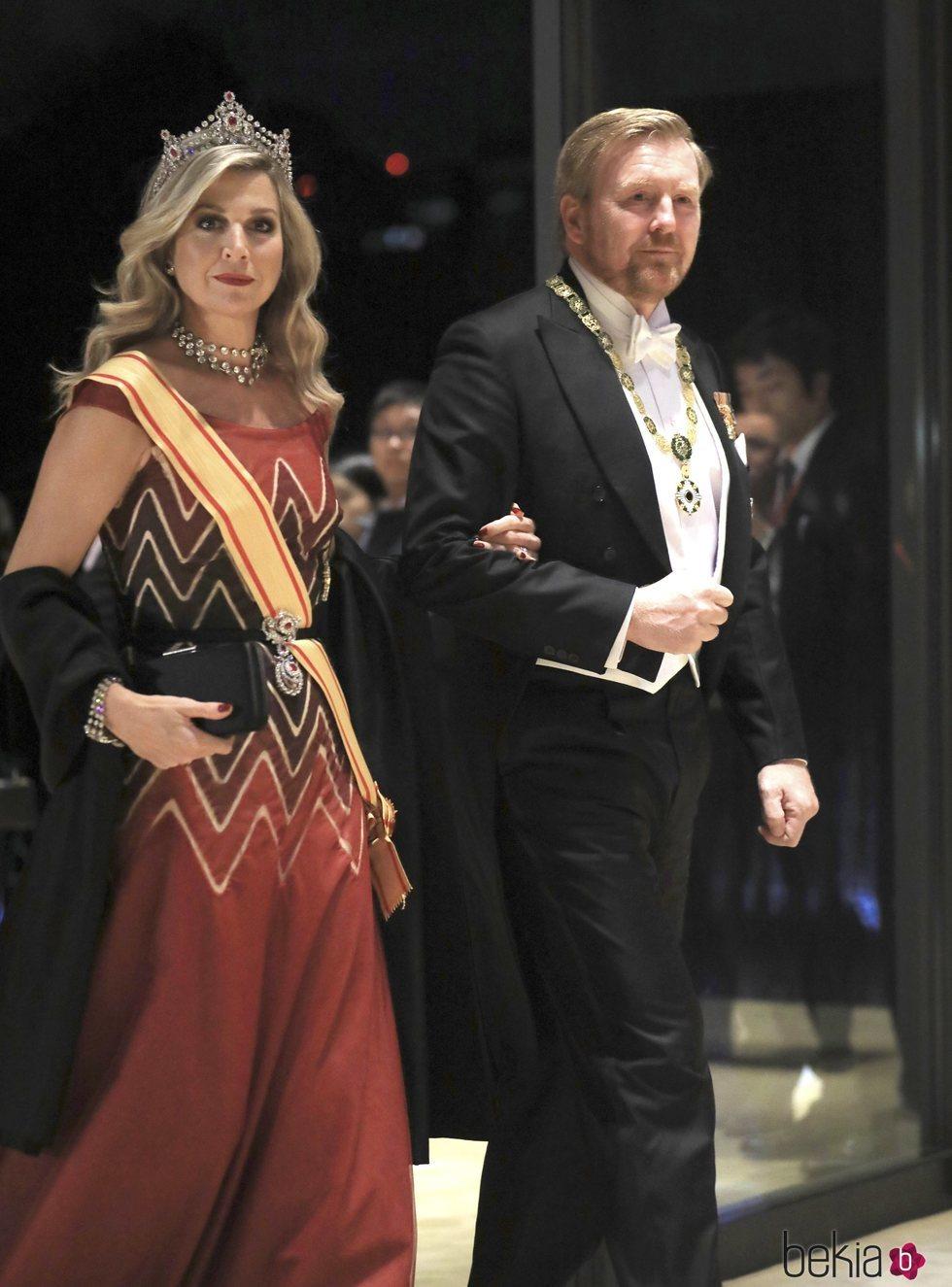 Guillermo Alejandro y Máxima de Holanda en la cena por la entronización de Naruhito de Japón