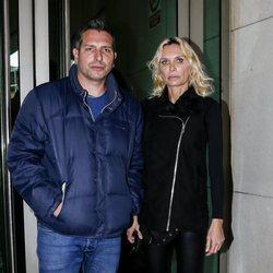 Iván Madrazo y Yola Berrocal en la capilla ardiente de Margarita Seisdedos