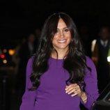 Meghan Markle algo tensa a su llegada a la inauguración de la Cumbre Mundial One Young en Londres