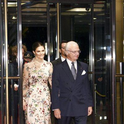 Carlos Gustavo de Suecia y Victoria de Suecia en el banquete organizado por la entronización de Naruhito de Japón