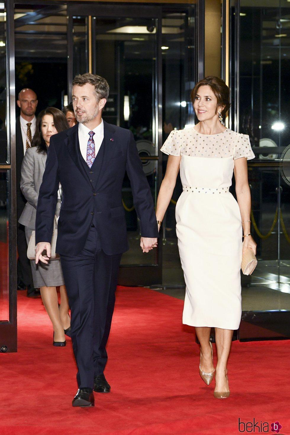 Federico y Mary de Dinamarca en el banquete organizado por la entronización de Naruhito de Japón