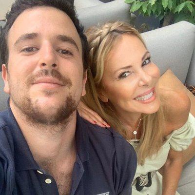 Álex Lequio, muy feliz junto a su madre Ana Obregón