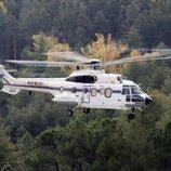 El helicóptero que traslada el cuerpo de Franco del Valle de los Caídos al cementerio de Mingorrubio