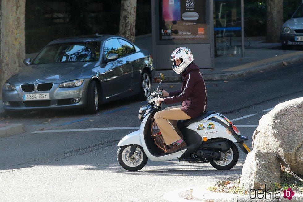 Victoria Federica, en moto por Madrid