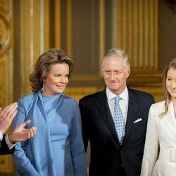 Isabel de Bélgica en la celebración de su 18 cumpleaños con los Reyes de Bélgica y Amadeo de Bélgica y Austria
