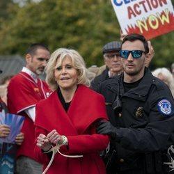 Jane Fonda siendo arrestada por tercera vez por su protesta contra el cambio climático