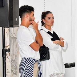 Alma Cortés y su pareja en la Feria de la Moda de Sevilla