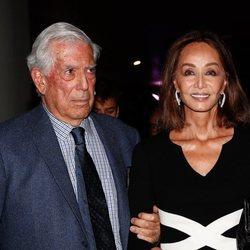 Isabel Presyler con Mario Vargas Llosa en la presentación de su libro