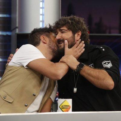 Pablo López y Antonio Orozco se dan un beso en 'El Hormiguero'