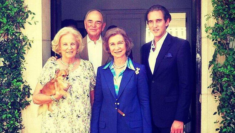 La Reina Sofía posa con María Luisa de Prusia y el Conde Rudi