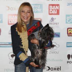 Ana Obregón con su mascota en el evento de su hijo PETrificante
