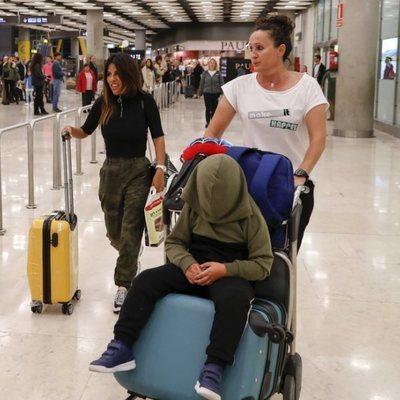 Chabelita Pantoja con Dulce llegando a España desde Dubai