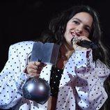 Rosalía recogiendo el premio a 'Mejor colaboración' en los MTV EMAs 2019