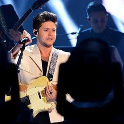 Niall Horan actuando en los MTV EMAs 2019