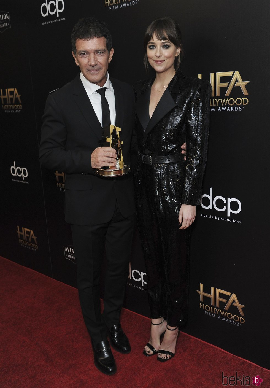 Antonio Banderas y Dakota Johnson juntos en el photocall