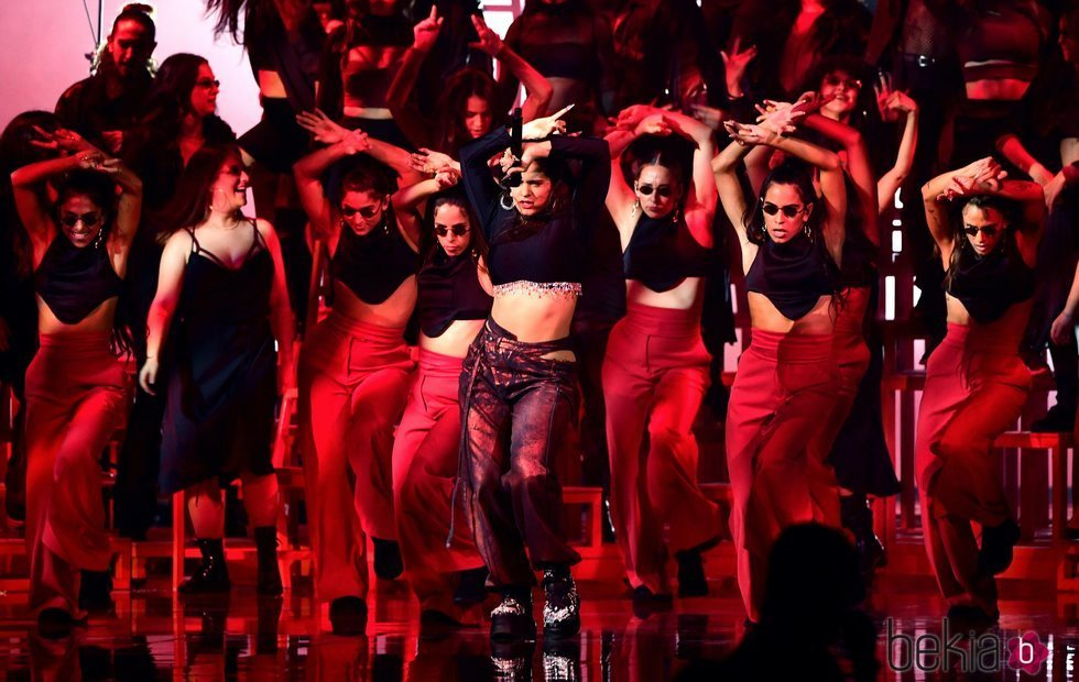 Rosalía durante su actuación en los MTV EMAs 2019