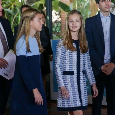 La Princesa Leonor y la Infanta Sofía en la recepción a los galardonados en los Premios Princesa de Girona 2019