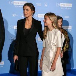 La Reina Letizia, muy atenta con la Infanta Sofía en los Premios Princesa de Girona 2019