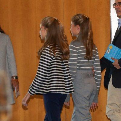La Princesa Leonor y la Infanta Sofía caminan juntas en la jornada 'El talento atrae al talento' de la Fundación Princesa de Girona
