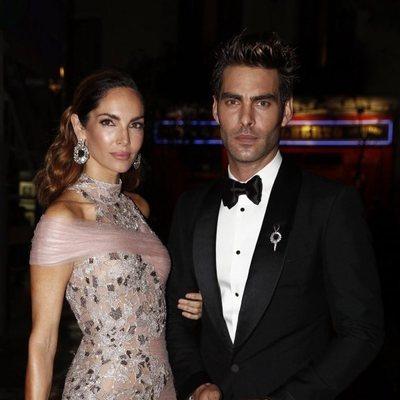 Nieves Álvarez y Jon Kortajarena llegando a los premios Harper's Bazaar 2019