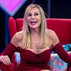Ana Obregón divirtiéndose en el plató de 'Aquellos maravillosos años'