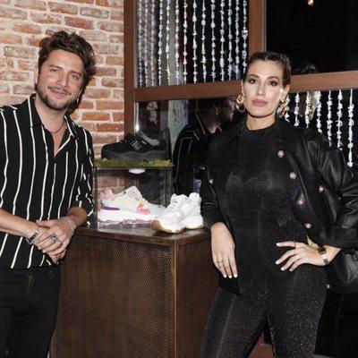 Manuel Carrasco y Almudena Navalón presentando su marca de zapatillas