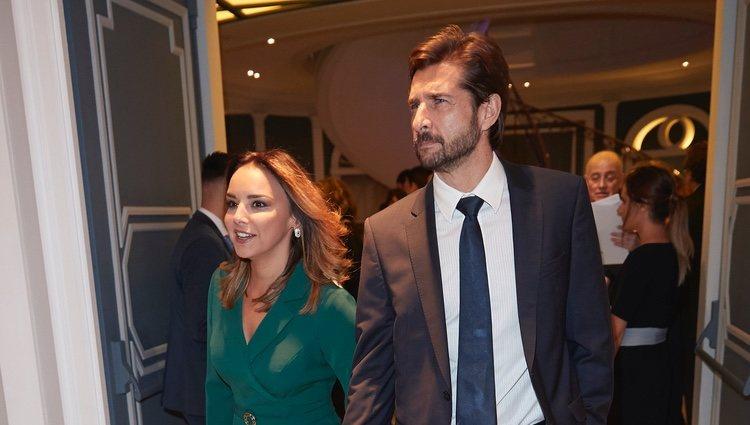 Chenoa y Miguel Sánchez Encinas llegando a una cena de la Fundación Querer