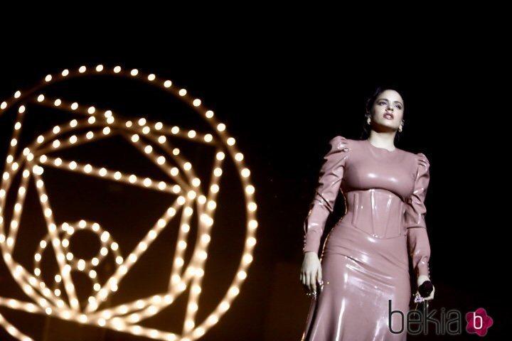 Rosalía en su actuación en Los 40 Music Awards 2019