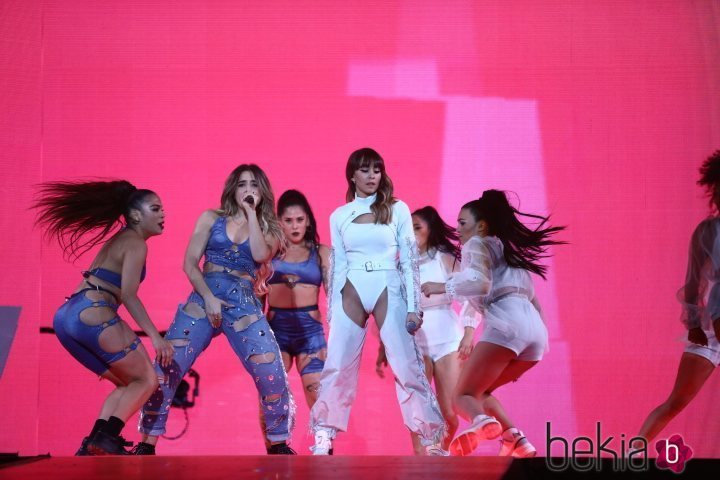 Aitana Ocaña bailando en su actuación en Los 40 Music Awards 2019