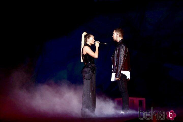 Sofía Reyes y Beret en su actuación en Los 40 Music Awards 2019