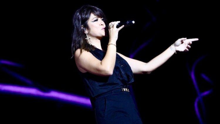 Vanesa Martín en su actuación de Los 40 Music Awards 2019