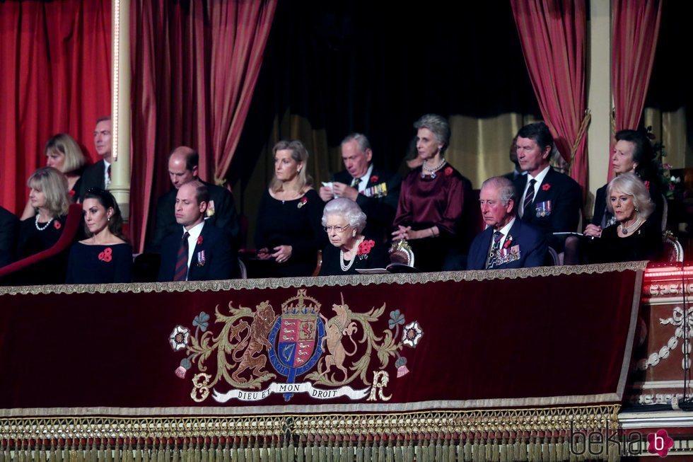 Los Duques de Cambridge, la Reina Isabel y los Duques de Cornualles en el concierto del Día del Recuerdo 2019