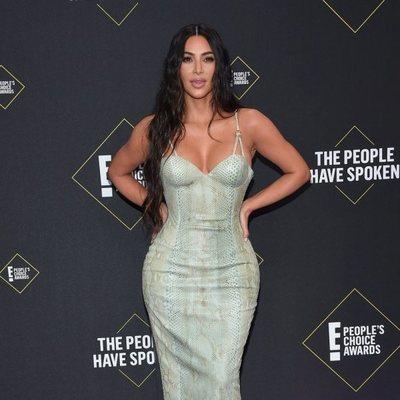 Kim Kardashian en la alfombra roja de los People's Choice Awards 2019