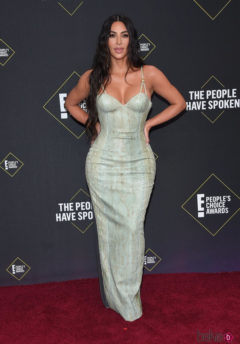 Kim Kardashian en la alfombra roja de los People's Choice Awards 2019