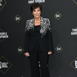 Kris Jenner en la alfombra roja de los People's Choice Awards 2019