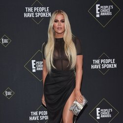Khloe Kardashian en la alfombra roja de los People's Choice Awards 2019