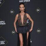 Maggie Q en la alfombra roja de los People's Choice Awards 2019