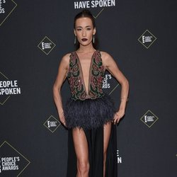 Maggie Q en la alfombra roja de los People's Choice Awards 2019