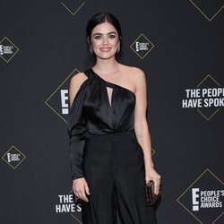 Lucy Hale en la alfombra roja de los People's Choice Awards 2019
