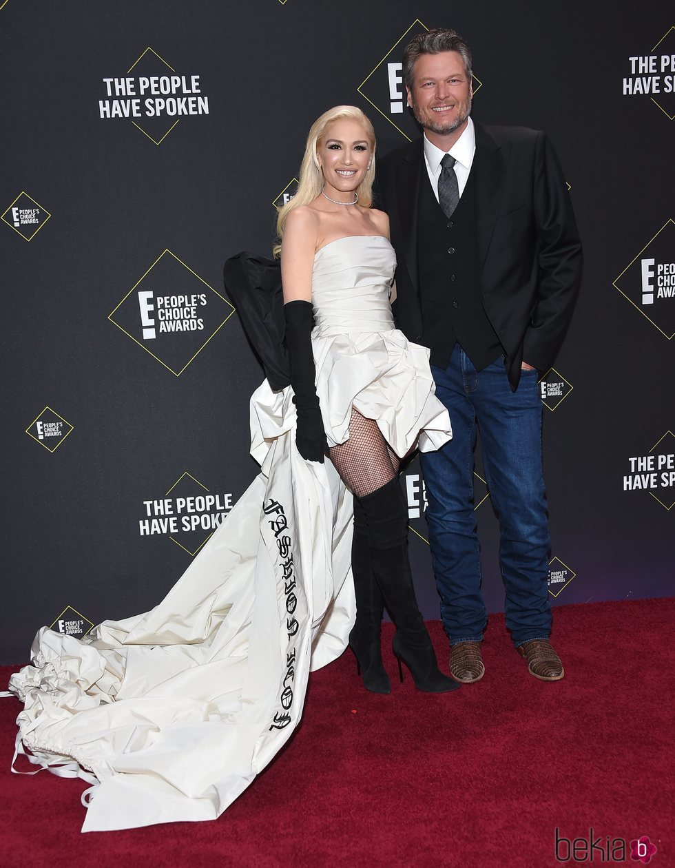 Gwen Stefani y Blake Shelton en la alfombra roja de los People's Choice Awards 2019